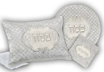 Luxvelle Quilted Four-Piece Seder Set